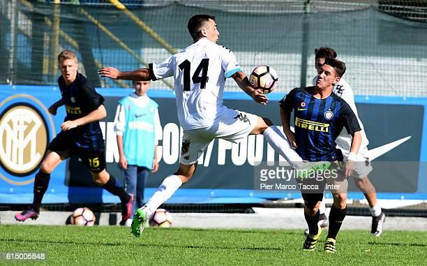 Daniel Raffaeta of Pisa Primavera competes for the ball with Andrea Cagnano of FC Internazionale Primavera during the Primavera Tim juvenile match...