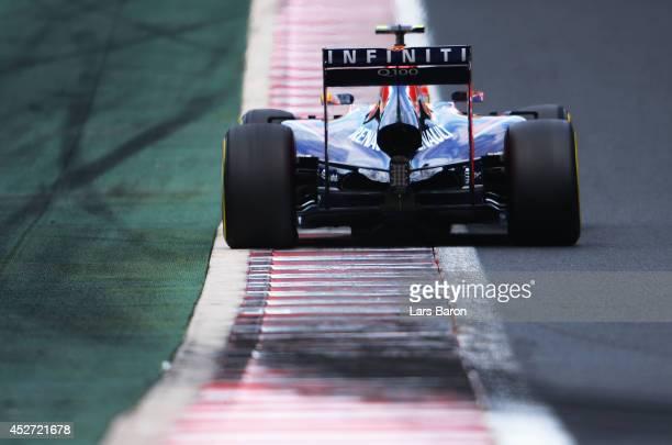 Daniel Ricciardo of Australia and Infiniti Red Bull Racing drives during qualifying ahead of the Hungarian Formula One Grand Prix at Hungaroring on...