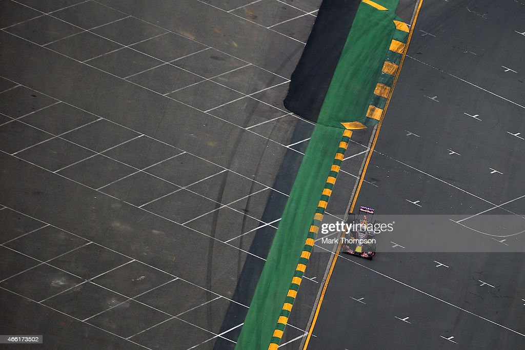 Daniel Ricciardo of Australia and Infiniti Red Bull Racing drives during qualifying for the Australian Formula One Grand Prix at Albert Park on March 14, 2015 in Melbourne, Australia.