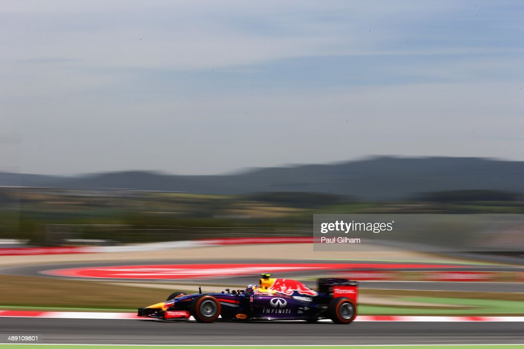 Daniel Ricciardo of Australia and Infiniti Red Bull Racing drives during qualifying ahead of the Spanish F1 Grand Prix at Circuit de Catalunya on May...