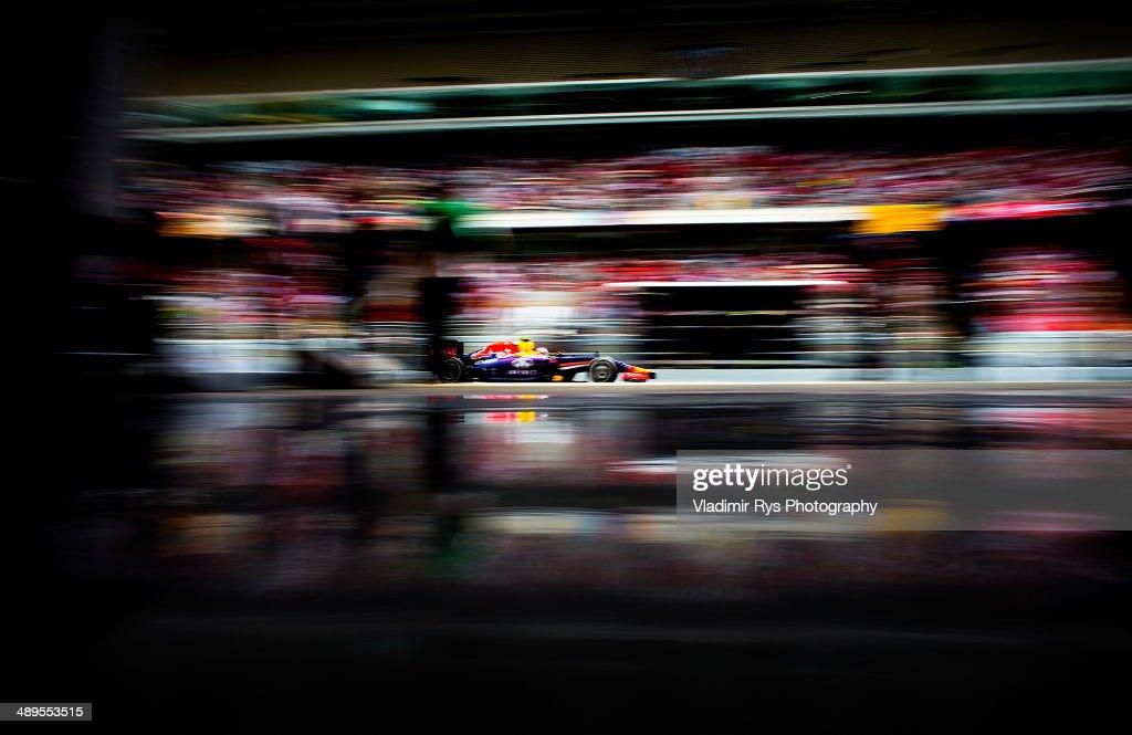 Daniel Ricciardo of Australia and Infiniti Red Bull Racing drives during the Spanish Formula One Grand Prix at Circuit de Catalunya on May 11, 2014 in Montmelo, Spain.