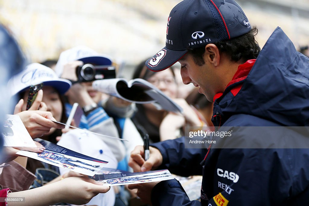 Daniel Ricciardo of Australia and Infiniti Red Bull Racing signs autographs ahead of the Chinese Formula One Grand Prix at the Shanghai International Circuit on April 17, 2014 in Shanghai, China.