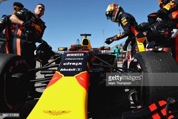 Daniel Ricciardo of Australia and Red Bull Racing on the grid before the United States Formula One Grand Prix at Circuit of The Americas on October...