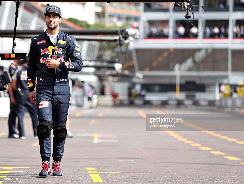 <a gi-track='captionPersonalityLinkClicked' href=/galleries/search?phrase=Daniel+Ricciardo&family=editorial&specificpeople=6547569 ng-click='$event.stopPropagation()'>Daniel Ricciardo</a> of Australia and Red Bull Racing walks in the Pitlane during practice for the Monaco Formula One Grand Prix at Circuit de Monaco on May 26, 2016 in Monte-Carlo, Monaco.