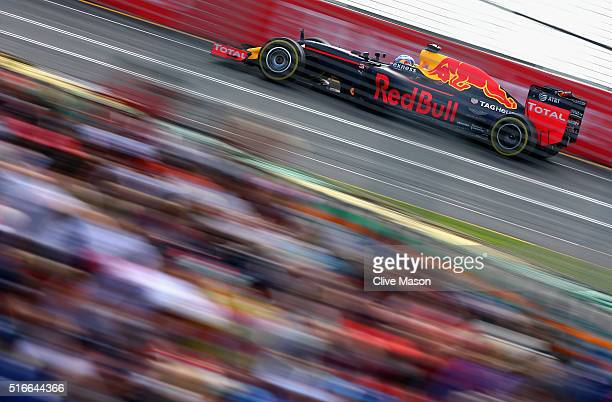 Daniel Ricciardo of Australia drives the Red Bull Racing Red BullTAG Heuer RB12 TAG Heuer on track during the Australian Formula One Grand Prix at...