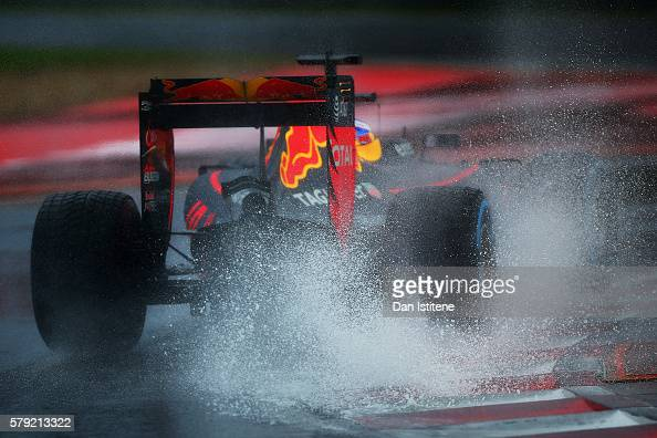 Daniel Ricciardo of Australia drives the Red Bull Racing Red BullTAG Heuer RB12 TAG Heuer during qualifying for the Formula One Grand Prix of Hungary...