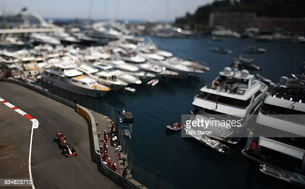 Daniel Ricciardo of Australia driving the Red Bull Racing Red BullTAG Heuer RB12 TAG Heuer on track during qualifying for the Monaco Formula One...
