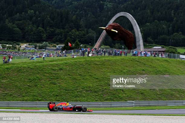 Daniel Ricciardo of Australia driving the Red Bull Racing Red BullTAG Heuer RB12 TAG Heuer on track during the Formula One Grand Prix of Austria at...