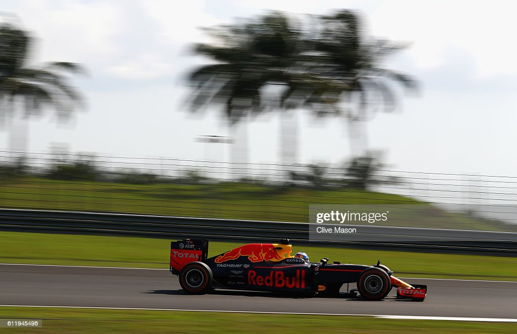 Daniel Ricciardo of Australia driving the (3) Red Bull Racing Red Bull-TAG Heuer RB12 TAG Heuer on track during the Malaysia Formula One Grand Prix at Sepang Circuit on October 2, 2016 in Kuala Lumpur, Malaysia.