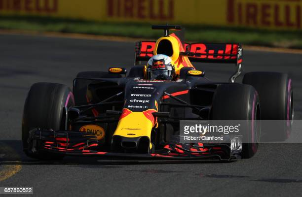 Daniel Ricciardo of Australia driving the Red Bull Racing Red BullTAG Heuer RB13 TAG Heuer on track during the Australian Formula One Grand Prix at...