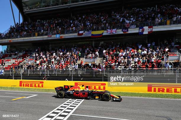 Daniel Ricciardo of Australia driving the Red Bull Racing Red BullTAG Heuer RB13 TAG Heuer on track during the Spanish Formula One Grand Prix at...