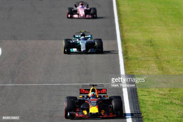 Daniel Ricciardo of Australia driving the Red Bull Racing Red BullTAG Heuer RB13 TAG Heuer leads Valtteri Bottas driving the Mercedes AMG Petronas F1...