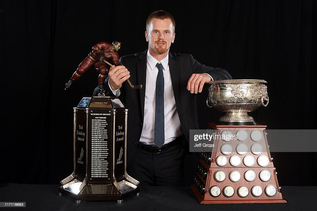 Daniel Sedin of the Vancouver Canucks poses after winning the Art Ross Trophy and the Ted Lindsay Award during the 2011 NHL Awards at The Pearl concert theater at the Palms Casino Resort June 22, 2011 in Las Vegas, Nevada.