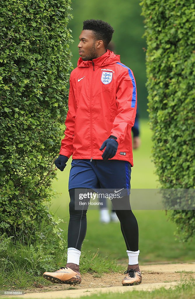 <a gi-track='captionPersonalityLinkClicked' href=/galleries/search?phrase=Daniel+Sturridge+-+Soccer+Player&family=editorial&specificpeople=677270 ng-click='$event.stopPropagation()'>Daniel Sturridge</a> of England walks on during an England training session at St Georges Park on May 30, 2016 in Burton on Trent, England.