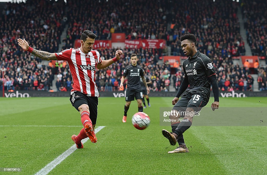 <a gi-track='captionPersonalityLinkClicked' href=/galleries/search?phrase=Daniel+Sturridge+-+Soccer+Player&family=editorial&specificpeople=677270 ng-click='$event.stopPropagation()'>Daniel Sturridge</a> of Liverpool competes with Jose Fonte of Southampton during the Barclays Premier League match between Southampton and Liverpool at St Mary's Stadium on March 20, 2016 in Southampton, United Kingdom.