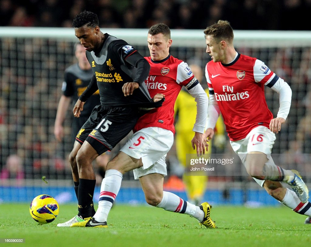Daniel Sturridge of Liverpool competes with Thomas Vermaelen and Aaron Ramsey of Arsenal during the Barclays Premier League match between Arsenal and Liverpool at Emirates Stadium on January 30, 2013 in London, England.