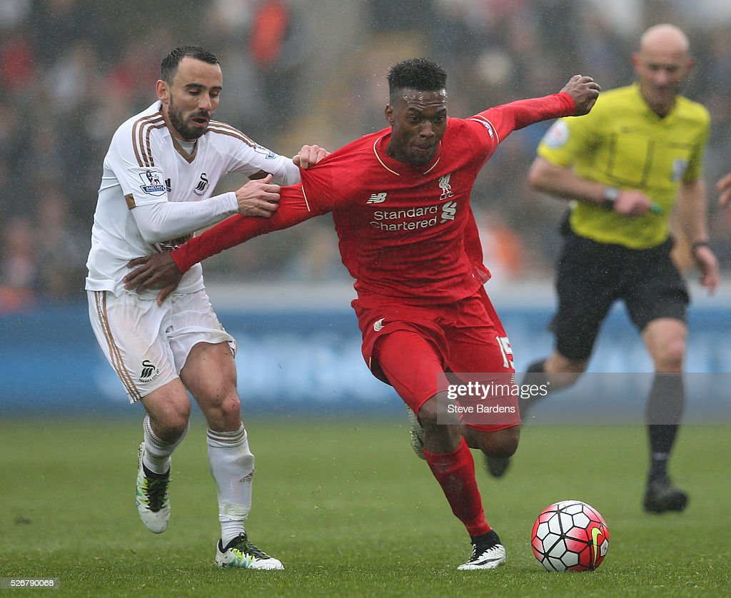 <a gi-track='captionPersonalityLinkClicked' href=/galleries/search?phrase=Daniel+Sturridge&family=editorial&specificpeople=677270 ng-click='$event.stopPropagation()'>Daniel Sturridge</a> of Liverpool is challenged by <a gi-track='captionPersonalityLinkClicked' href=/galleries/search?phrase=Leon+Britton+-+Futbolista&family=editorial&specificpeople=12884689 ng-click='$event.stopPropagation()'>Leon Britton</a> of Swansea City during the Barclays Premier League match between Swansea City and Liverpool at The Liberty Stadium on May 1, 2016 in Swansea, Wales.