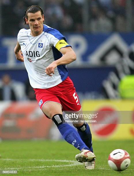 Daniel van Buyten of Hamburg passes the ball during the Bundesliga match between Hamburger SV and FSV Mainz 05 at the AOL Arena on February 11 2006...