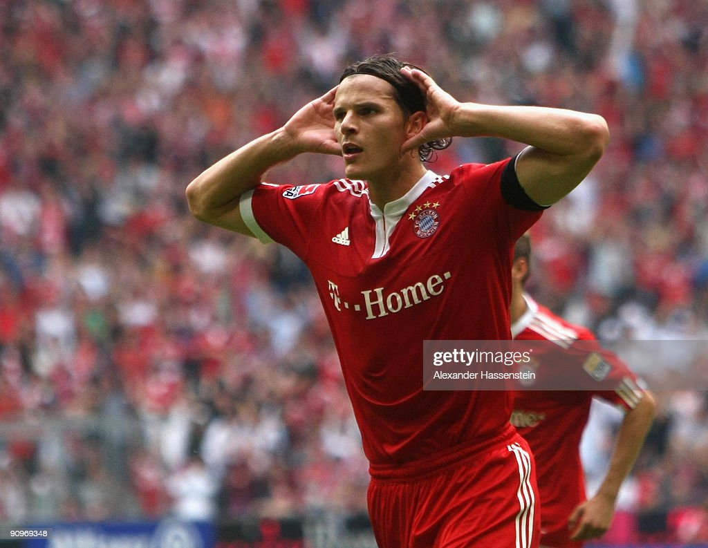 <a gi-track='captionPersonalityLinkClicked' href=/galleries/search?phrase=Daniel+van+Buyten&family=editorial&specificpeople=213252 ng-click='$event.stopPropagation()'>Daniel van Buyten</a> of Muenchen celebrates scoring thesecond team goal during the Bundesliga match between FC Bayern Muenchen and 1. FC Nuernberg at Allianz Arena on September 19, 2009 in Munich, Germany.
