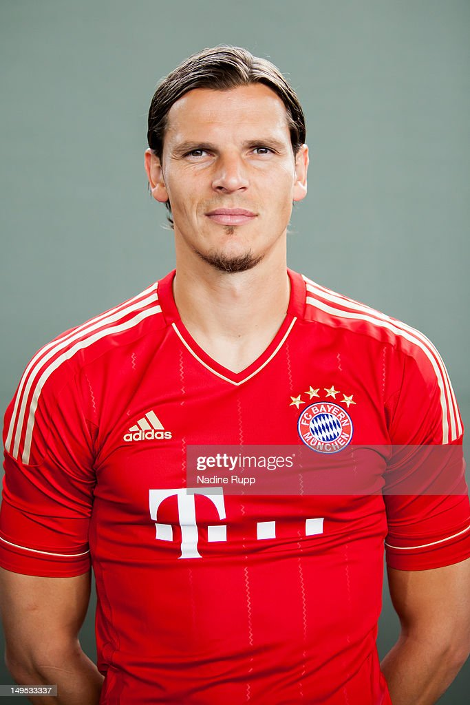<a gi-track='captionPersonalityLinkClicked' href=/galleries/search?phrase=Daniel+van+Buyten&family=editorial&specificpeople=213252 ng-click='$event.stopPropagation()'>Daniel van Buyten</a> poses during the Bayern Muenchen team presentation at Bayern's training ground Saebener Strasse on July 30, 2012 in Munich, Germany.Ê