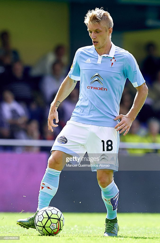 <a gi-track='captionPersonalityLinkClicked' href=/galleries/search?phrase=Daniel+Wass&family=editorial&specificpeople=7487616 ng-click='$event.stopPropagation()'>Daniel Wass</a> of Celta runs with the ball during the La Liga match between Villarreal CF and RC Celta de Vigo at El Madrigal Stadium on October 18, 2015 in Villarreal, Spain.