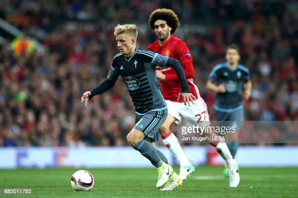 Daniel Wass of Celta Vigo is closed down by Marouane Fellaini of Manchester United during the UEFA Europa League semi final second leg match between...