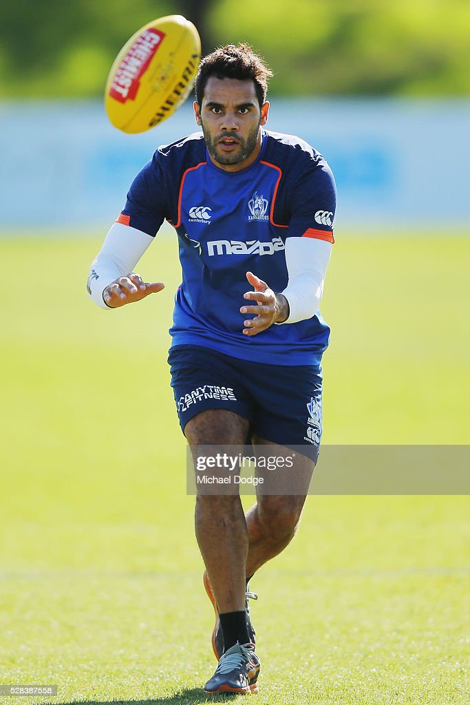 <a gi-track='captionPersonalityLinkClicked' href=/galleries/search?phrase=Daniel+Wells+-+Australian-Football-Spieler&family=editorial&specificpeople=213535 ng-click='$event.stopPropagation()'>Daniel Wells</a> of the Kangaroos marks the ball during a North Melbourne Kangaroos AFL media session at Arden Street Ground on May 5, 2016 in Melbourne, Australia.
