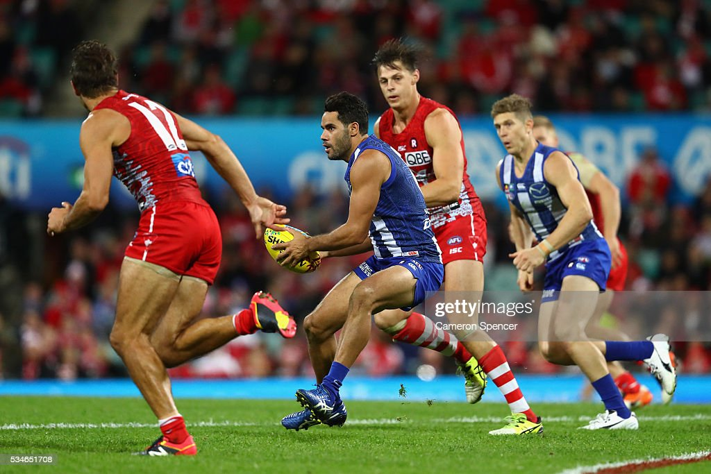 <a gi-track='captionPersonalityLinkClicked' href=/galleries/search?phrase=Daniel+Wells+-+Australian+Rules+Football+Player&family=editorial&specificpeople=213535 ng-click='$event.stopPropagation()'>Daniel Wells</a> of the Kangaroos runs the ball during the round 10 AFL match between the Sydney Swans and the North Melbourne Kangaroos at Sydney Cricket Ground on May 27, 2016 in Sydney, Australia.