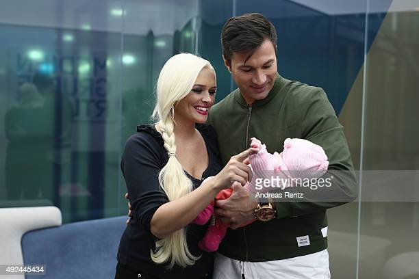 Daniela Katzenberger and Lucas Cordalis pose with their newborn daughter Sophia on October 13 2015 in Cologne Germany It was first public appearance...