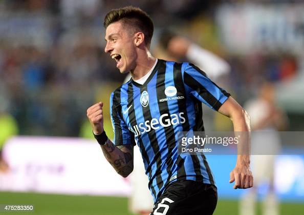 Daniele Baselli of Atalanta BC celebrates after scoring his opening goal during the Serie A match between Atalanta BC and AC Milan at Stadio Atleti...