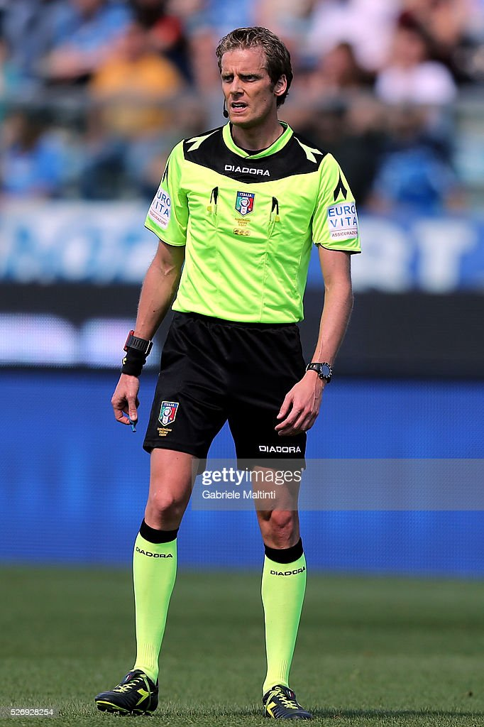 Daniele Chiffi referee during the Serie A match between Empoli FC and Bologna FC at Stadio Carlo Castellani on May 1, 2016 in Empoli, Italy.