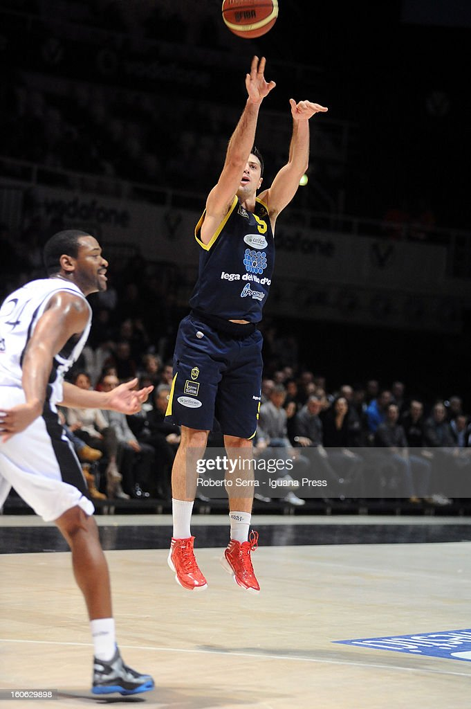 Daniele Cinciarini of Sutor in action during the LegaBasket Serie A match between Virtus Bologna SAIE3 and Sutor Montegranaro at Unipol Arena on February 3, 2013 in Bologna, Italy.
