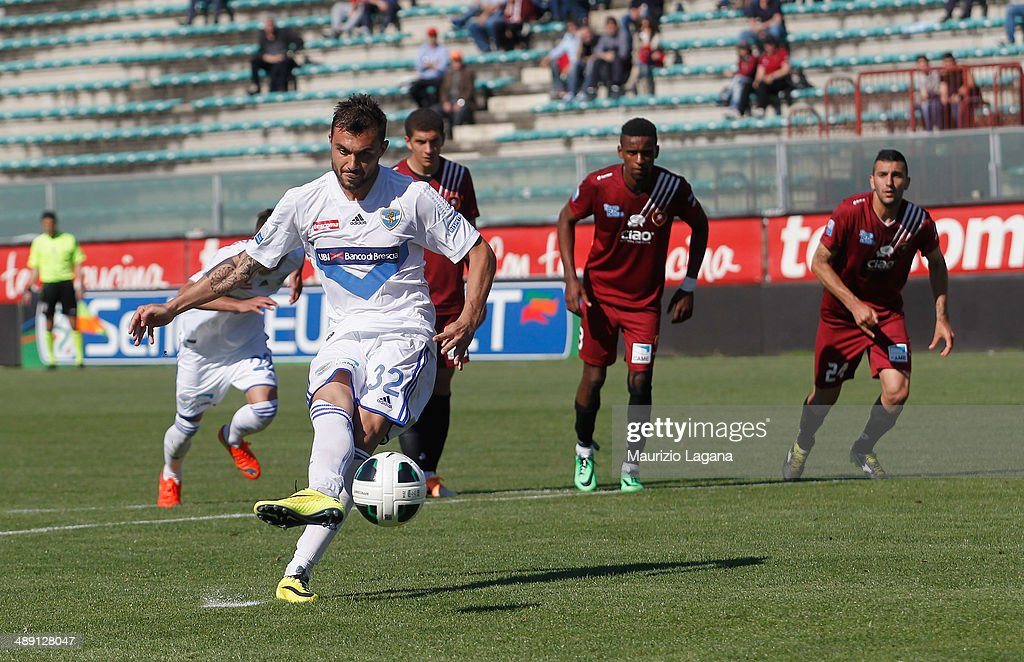 Daniele Corvia of Brescia scores the equalizing goal with penalty during the Serie A match between Reggina Calcio and Brescia Calcio on May 10, 2014 in Reggio Calabria, Italy.