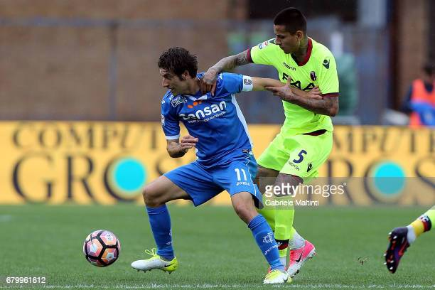 Daniele Croce of Empoli FC battles for the ball with Erick Antonio Pulgar of Bologna FC during the Serie A match between Empoli FC and Bologna FC at...