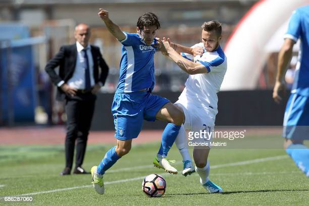 Daniele Croce of Empoli FC battles for the ball with Jasmin Kurtic of Atalanta BC during the Serie A match between Empoli FC and Atalanta BC at...
