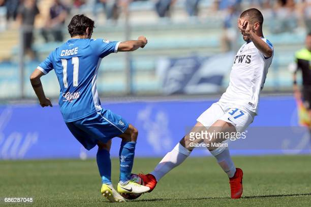 Daniele Croce of Empoli FC battles for the ball with Leonardo Spinazzola of Atalanta BC during the Serie A match between Empoli FC and Atalanta BC at...