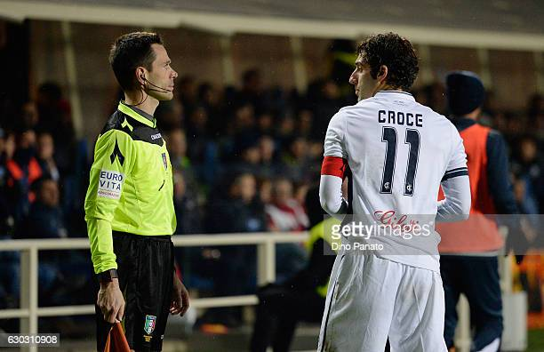 Daniele Croce of Empoli FC speaks with Luca Mondin assistant refree during the Serie A match between Atalanta BC and Empoli FC at Stadio Atleti...