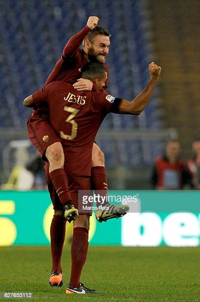 Daniele De Rossi and Juan Jesus celebrates a winner after the Serie A match between SS Lazio and AS Roma at Stadio Olimpico on December 4 2016 in...
