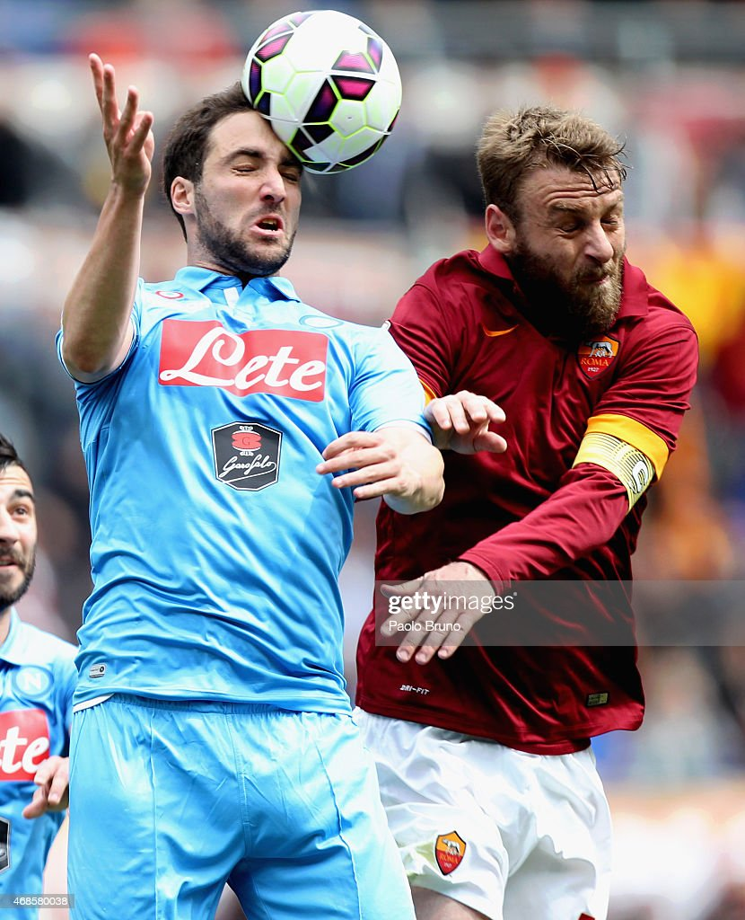 Daniele De Rossi (L) AS Roma competes for the ball with Gonzalo Higuain of SSC Napoli during the Serie A match between AS Roma and SSC Napoli at Stadio Olimpico on April 4, 2015 in Rome, Italy.