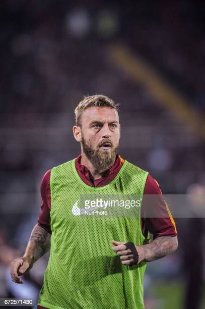 Daniele De Rossi during warm up before the Italian Serie A football match Pescara vs Roma on April 24 in Pescara Italy