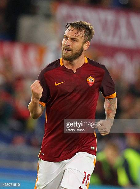 Daniele De Rossi of AS Roma celebrates after scoring the team's second goal during the Serie A match between AS Roma and Empoli FC at Stadio Olimpico...