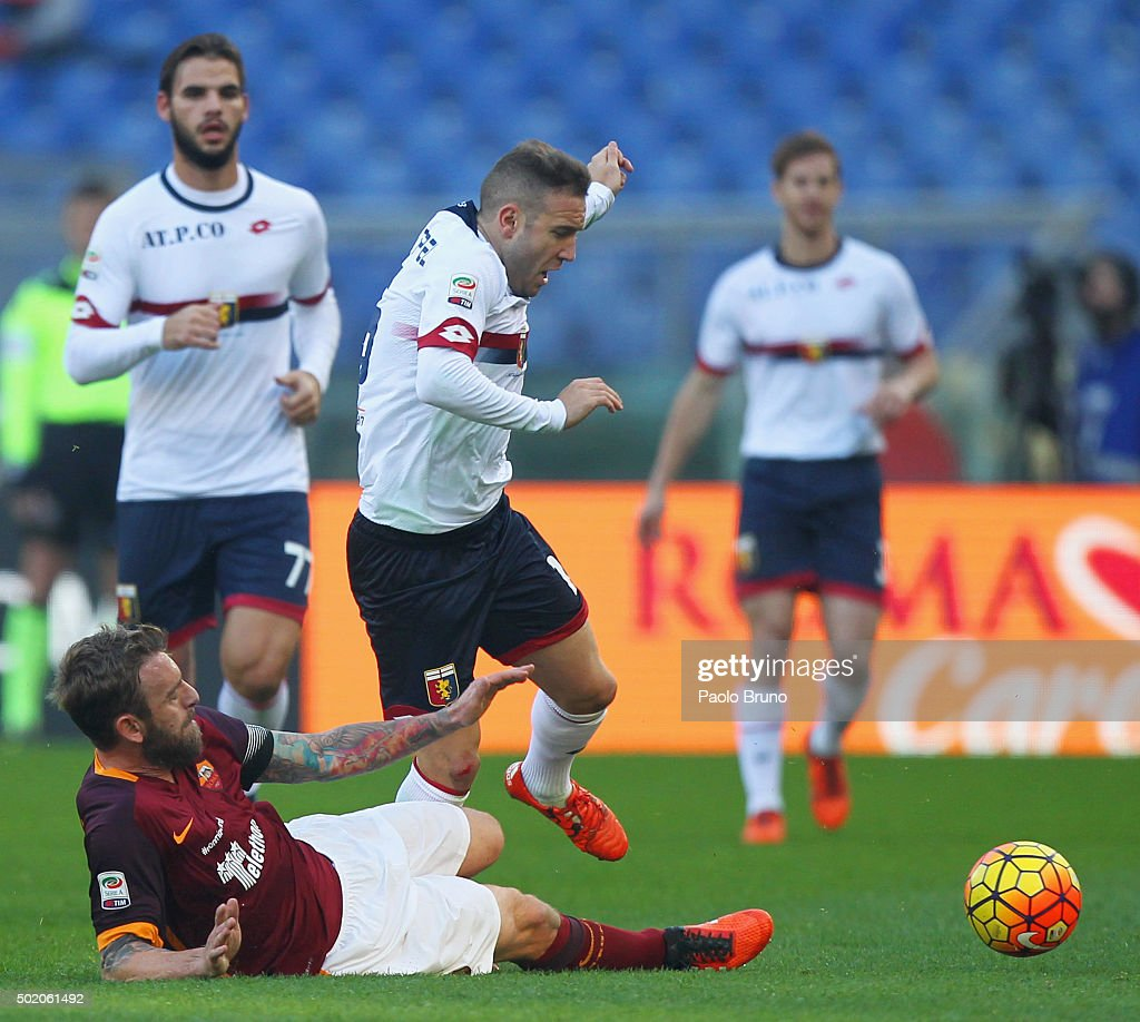 <a gi-track='captionPersonalityLinkClicked' href=/galleries/search?phrase=Daniele+De+Rossi&family=editorial&specificpeople=233652 ng-click='$event.stopPropagation()'>Daniele De Rossi</a> (L) of AS Roma competes for the ball with <a gi-track='captionPersonalityLinkClicked' href=/galleries/search?phrase=Diego+Capel&family=editorial&specificpeople=4164836 ng-click='$event.stopPropagation()'>Diego Capel</a> of Genoa CFC during the Serie A match between AS Roma and Genoa CFC at Stadio Olimpico on December 20, 2015 in Rome, Italy.