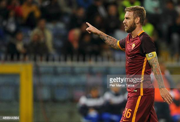 Daniele De Rossi of AS Roma gestures during the Serie A match between UC Sampdoria and AS Roma at Stadio Luigi Ferraris on September 23 2015 in Genoa...