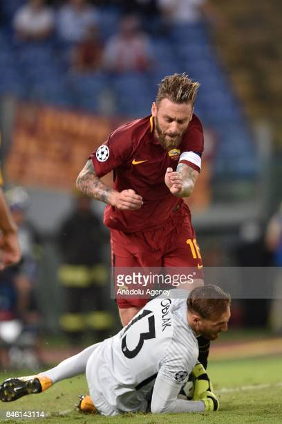 Daniele De Rossi of AS Roma in action against Goalkeeper Jan Oblak of Club Atletico de Madrid during the UEFA Champions League Group C soccer match...