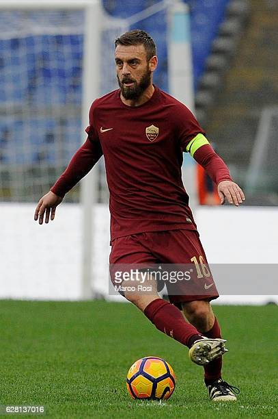 Daniele De Rossi of AS Roma in action during the Serie A match between SS Lazio and AS Roma at Stadio Olimpico on December 4 2016 in Rome Italy