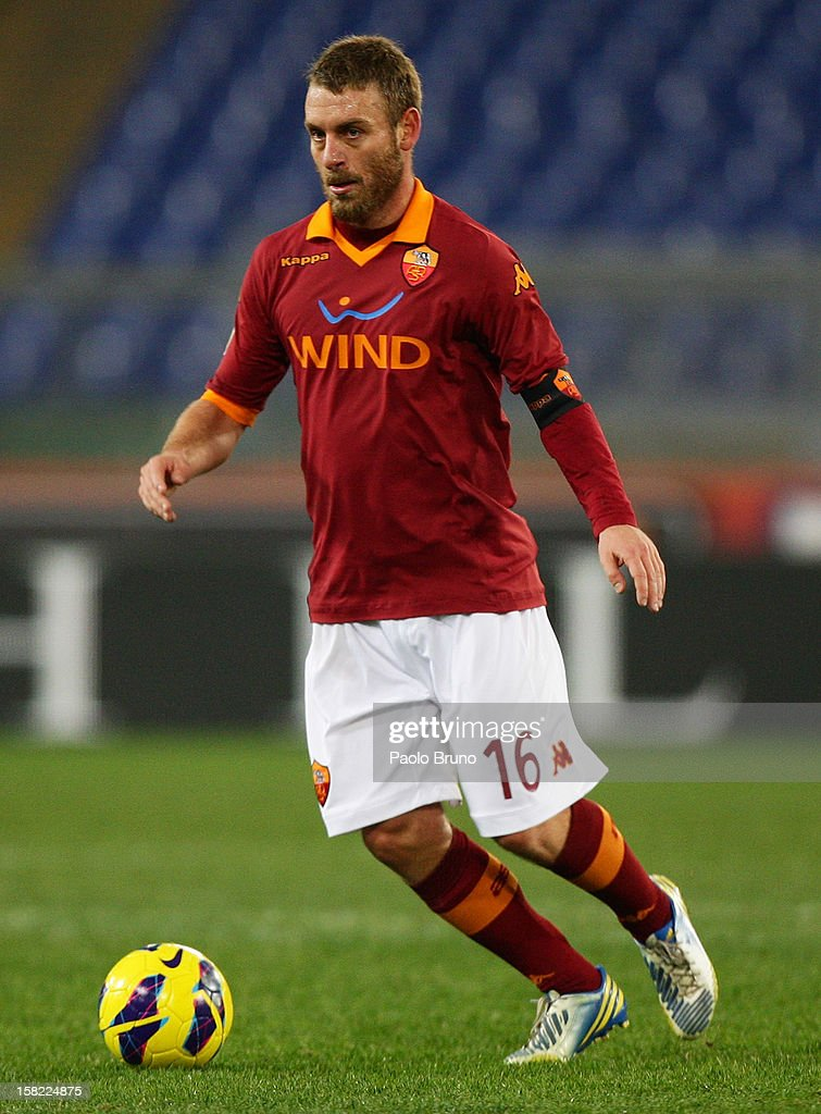 <a gi-track='captionPersonalityLinkClicked' href=/galleries/search?phrase=Daniele+De+Rossi&family=editorial&specificpeople=233652 ng-click='$event.stopPropagation()'>Daniele De Rossi</a> of AS Roma in action during the TIM Cup match between AS Roma and Atalanta BC at Olimpico Stadium on December 11, 2012 in Rome, Italy.