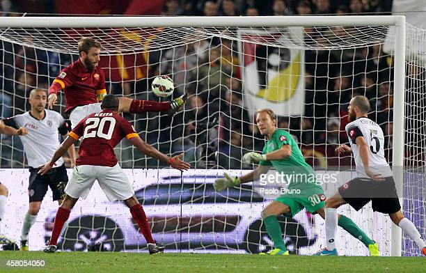 Daniele De Rossi of AS Roma scores the team's second goal during the Serie A match between AS Roma and AC Cesena at Stadio Olimpico on October 29...