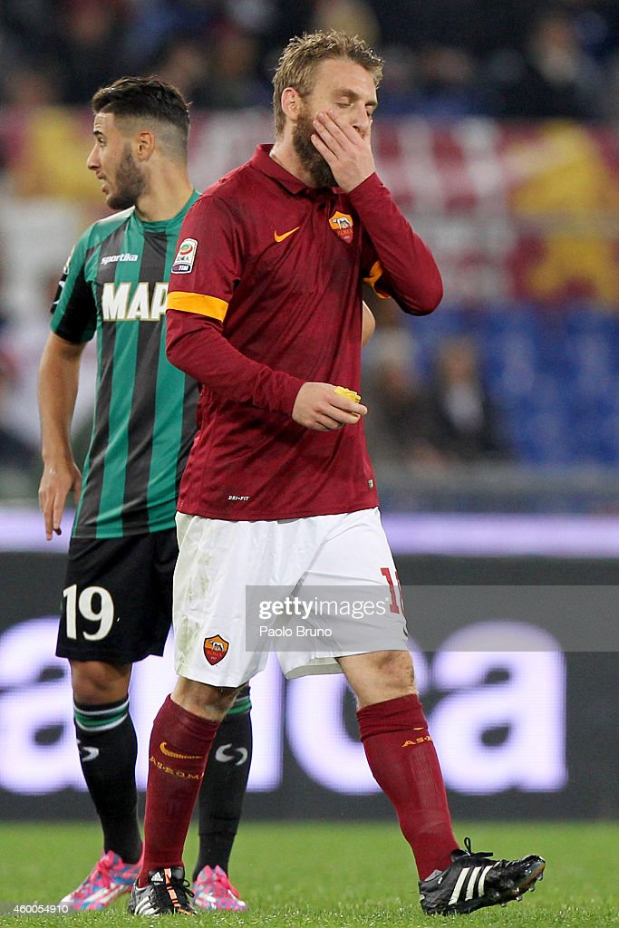 <a gi-track='captionPersonalityLinkClicked' href=/galleries/search?phrase=Daniele+De+Rossi&family=editorial&specificpeople=233652 ng-click='$event.stopPropagation()'>Daniele De Rossi</a> of AS Roma shows his dejection after receiving the red card during the Serie A match between AS Roma and US Sassuolo Calcio at Stadio Olimpico on December 6, 2014 in Rome, Italy.