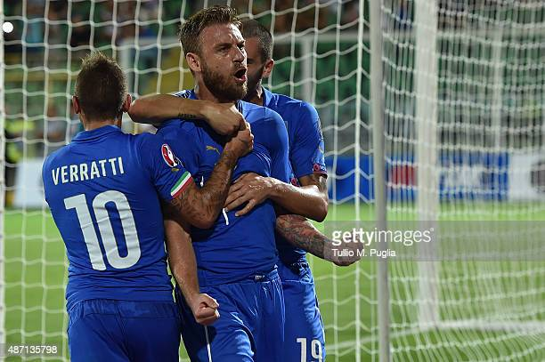 Daniele De Rossi of Italy celebrates with team mates after scoring a penalty to make it 10 during the UEFA EURO 2016 Qualifier match between Italy...