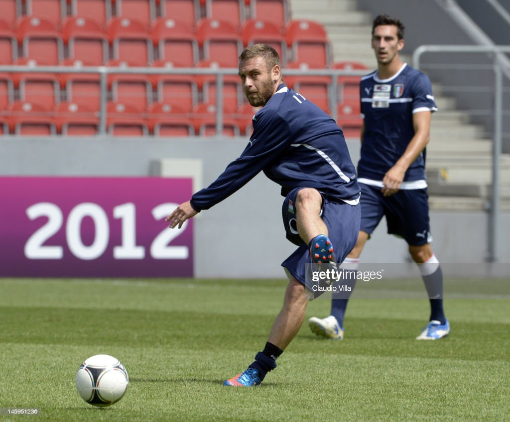 <a gi-track='captionPersonalityLinkClicked' href=/galleries/search?phrase=Daniele+De+Rossi&family=editorial&specificpeople=233652 ng-click='$event.stopPropagation()'>Daniele De Rossi</a> of Italy during a training session ahead of UEFA EURO 2012 at Pilsudski stadium on June 8, 2012 in Krakow, Poland.